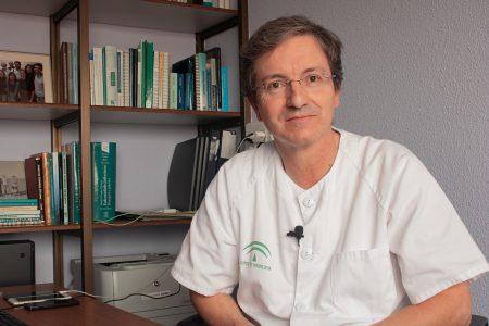 El Dr. José Miguel Cisneros recibe un galardón de la SEIMC por su trayectoria profesional y contribución al desarrollo de la sociedad
